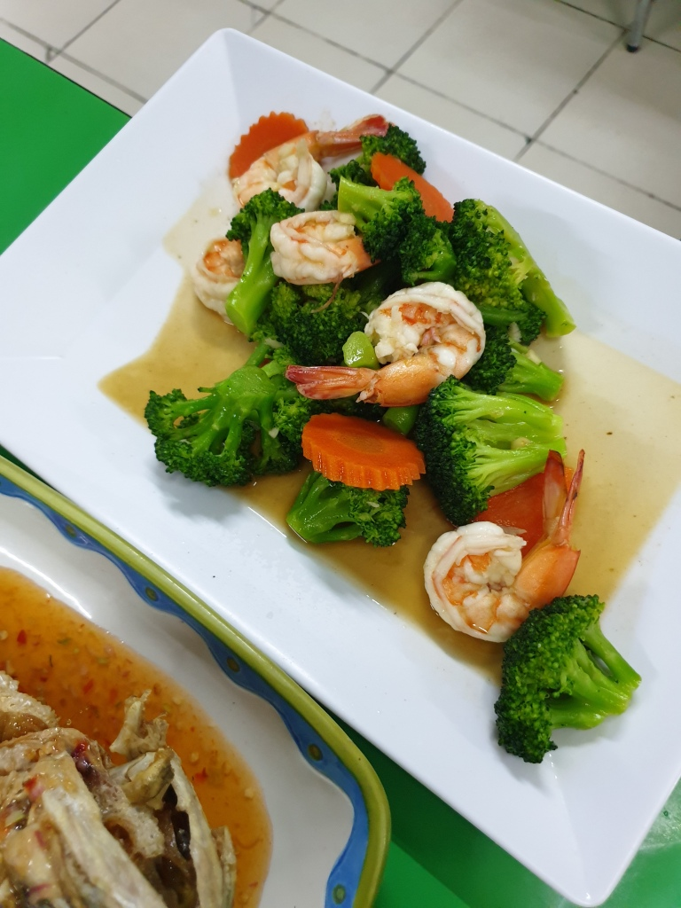 Golden bay leaf: Vegetables with shrimp